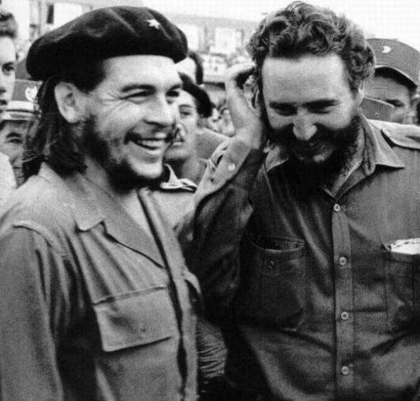 12. El Che Guevara y Fidel Castro.