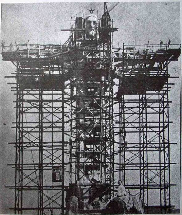 Construction of the Christ the Redeemer.