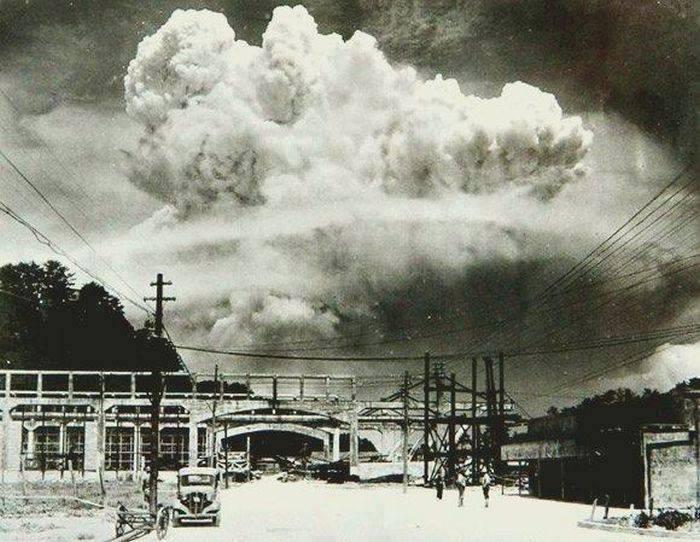 18. Nagasaki 20 minutos después de haber explosionado la bomba atómica en 1945.