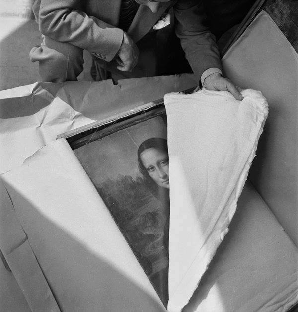 The Mona Lisa arriving at the Louvre after World War II.