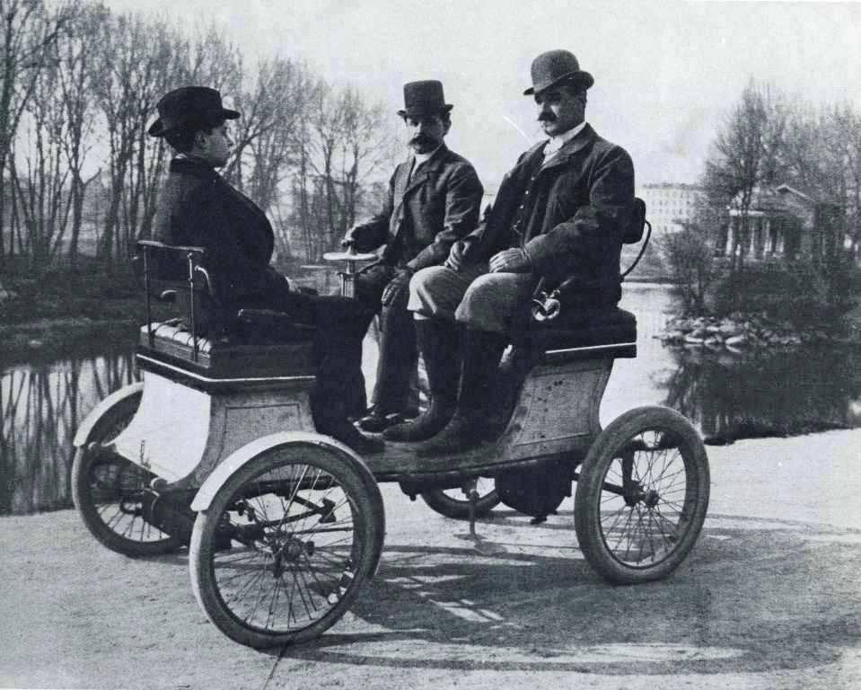 8. Vehículo de 1900.