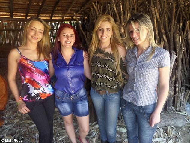 Mujeres de un pueblo brasileño