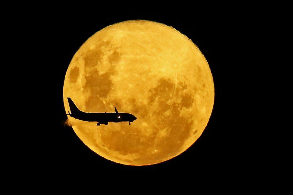 Super luna ilumina el cielo