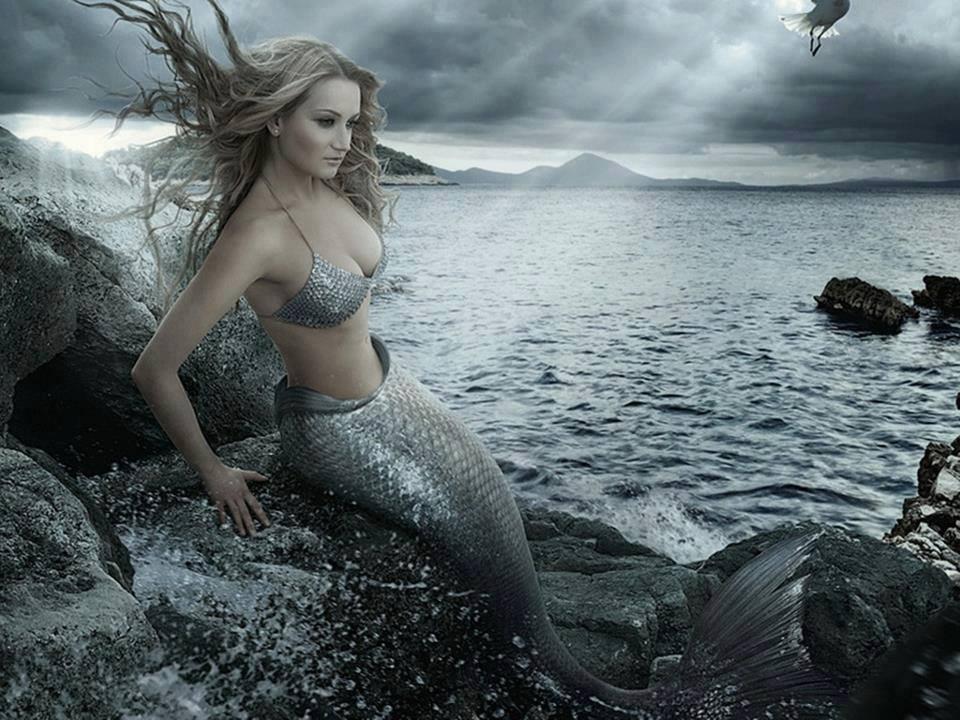 Sirena hermosa del mar